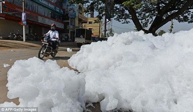 Toxic foam floodsIndia