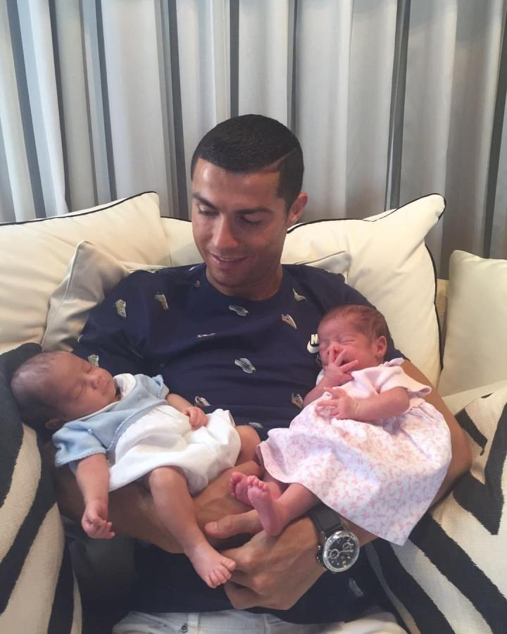 Lovely photo of Cristiano Ronaldo and histwins