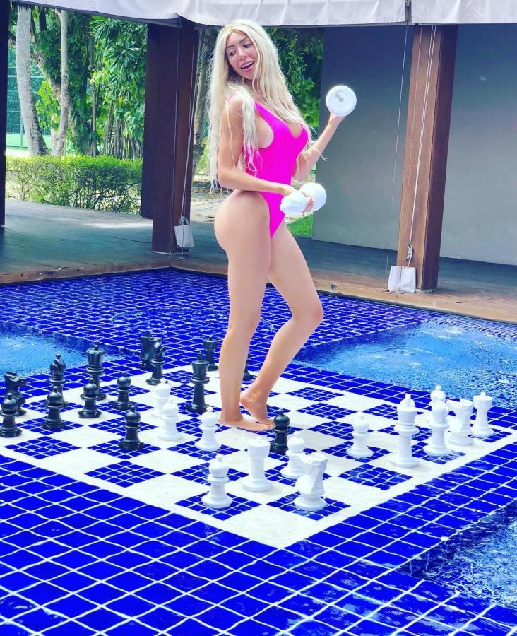 Farrah Abraham rocks tiny white bikini in Maldives(video)